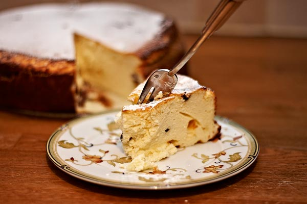 cheesecake on the plate by quall